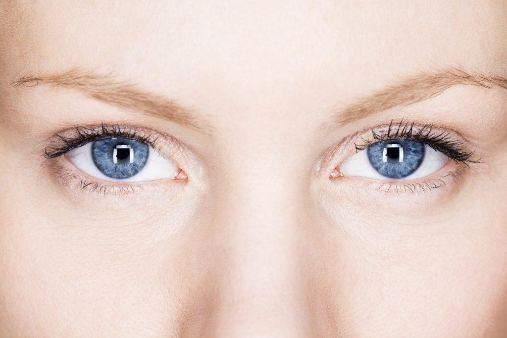 oczy kobiety hipnoza
