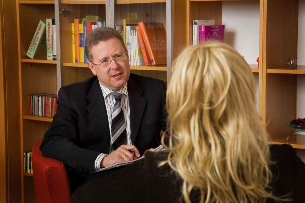psychoterapeuta mówi o terapii gestalt